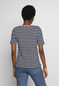 TOM TAILOR - STRIPE CONTRAST NECK - Print T-shirt - dark blue - 2