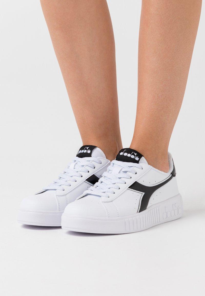 Diadora - GAME STEP - Trainers - white/black