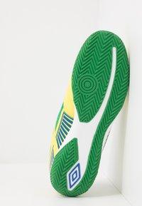 Umbro - SALA II PRO - Halové fotbalové kopačky - golden kiwi/white/fern green/deep surf - 4