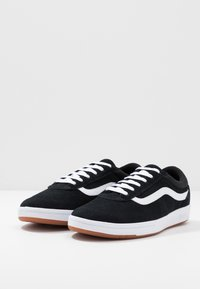 Vans - CRUZE - Sneakersy niskie - black/true white - 2