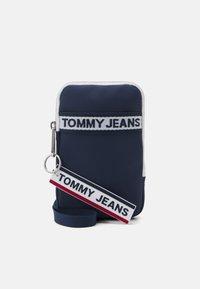 Tommy Jeans - LOGO TAPE HANGING UNISEX - Plånbok - twilight navy - 0