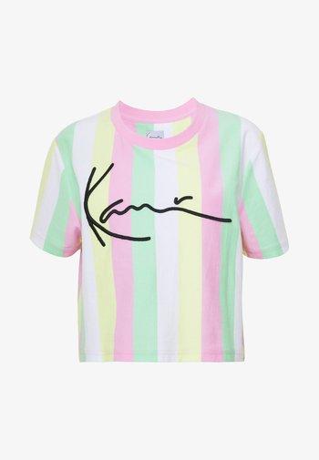 SIGNATURE STRIPE TEE - Print T-shirt - green/white/pink/yellow