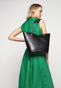 LK Bennett - DR CONNIE - Maxi šaty - emerald green/ivory - 6