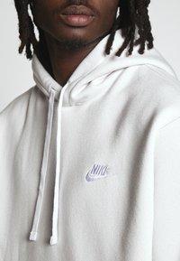 Nike Sportswear - CLUB HOODIE - Hættetrøjer - vast grey - 2