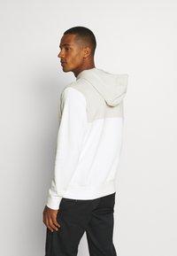 Nike Sportswear - HOODIE - Jersey con capucha - light bone/sail - 2