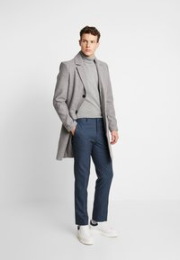 Burton Menswear London - HIGHLIGHT CHECK - Pantalon classique - blue - 1