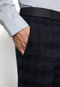 Ben Sherman Tailoring - MIDNIGHT TEXTURED CHECK SUIT - Completo - navy - 8