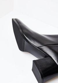 RISA - EXTRAVAGANTE - Classic ankle boots - schwarz - 4