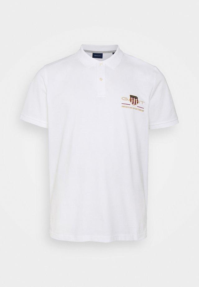 PLUS ARCHIVE SHIELD - Polo shirt - white
