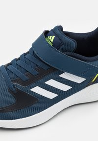 adidas Performance - RUNFALCON 2.0 UNISEX - Hardloopschoenen neutraal - crew navy/footwear white/legend ink - 5