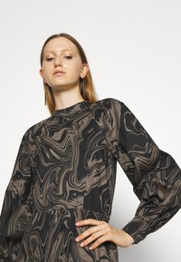 Bruuns Bazaar - ZAZZE DRESS ALINE - Denní šaty - marbell - 3