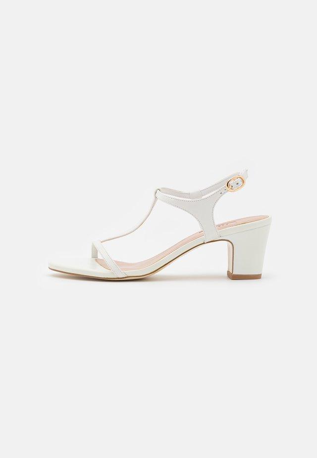 JAYCY - Sandalen - white