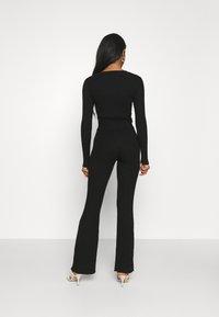 Glamorous - KNITTED MARL FLARES - Kalhoty - black - 2