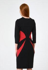 Madam-T - Shift dress - schwarz rot - 2