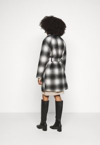 Pieces Petite - PCSIENA COAT - Classic coat - whitecap gray/brown/mole - 2
