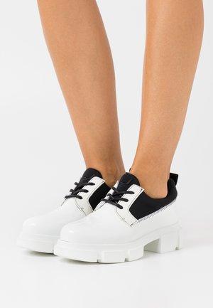 VELAR SHOE - Zapatos de vestir - white