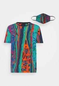 Carlo Colucci - SET - Print T-shirt - navy - 6