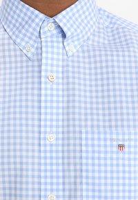 GANT - BROADCLOTH GINGHAM SLIM - Shirt - capri blue - 4