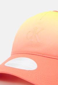 Calvin Klein Jeans - DEGRADE - Cap - orange - 4