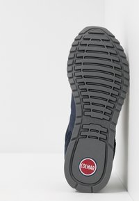 Colmar Originals - TRAVIS RUNNER PRIME - Sneaker low - navy/dark gray - 4