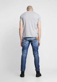 Replay - TINMAR - Straight leg jeans - medium blue - 2