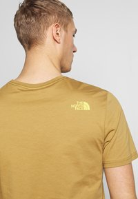 The North Face - M S/S EASY TEE - EU - T-Shirt print - british khaki - 5