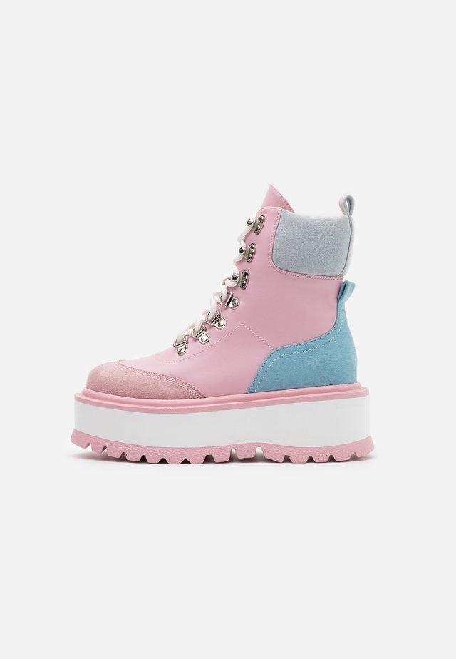 VEGAN HYDRA - Platåstøvletter - pink