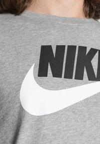 Nike Sportswear - TEE ICON FUTURA - Camiseta estampada - dark grey heather/black/white - 4