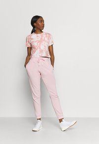 Cotton On Body - LIFESTYLE GYM TRACKPANT - Pantalones deportivos - pink sherbet - 1