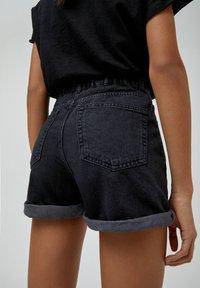PULL&BEAR - Shorts di jeans - black - 5