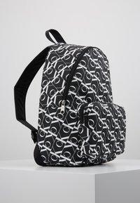 Calvin Klein Jeans - MIRRORED CAMPUS BACKPACK  - Batoh - black - 4