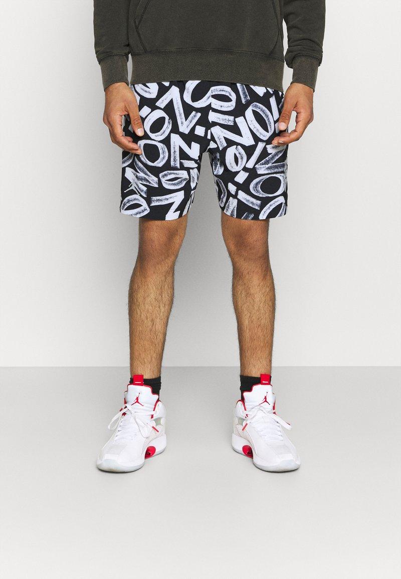 Jordan - ZION WILLIAMSON SHORT - Sports shorts - black/light smoke grey/white