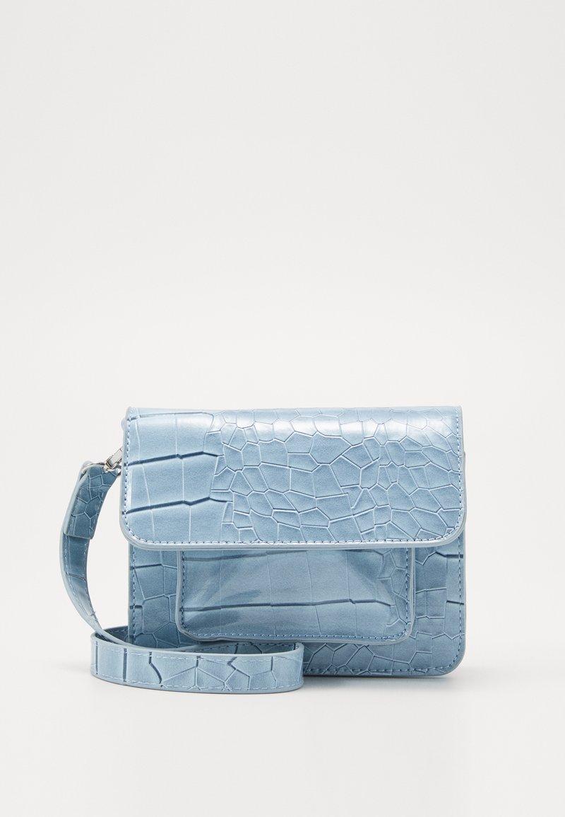 HVISK - CAYMAN MINI - Taška spříčným popruhem - dusty blue