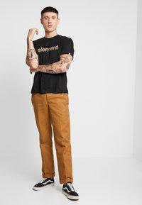 Element - EDDIE - Print T-shirt - flint black - 1