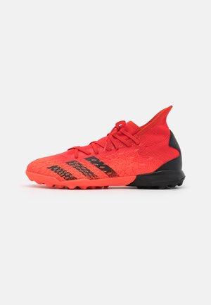 PREDATOR FREAK .3 TF - Fotbollsskor universaldobbar - red/core black/solar red