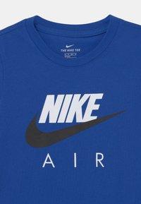 Nike Sportswear - AIR TEE - Print T-shirt - game royal - 2