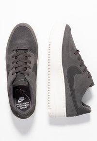 Nike Sportswear - AIR FORCE 1 SAGE - Sneakers laag - night stadium/phantom - 3