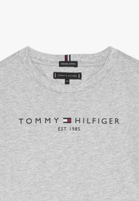 Tommy Hilfiger - ESSENTIAL TEE - T-shirt print - grey - 2