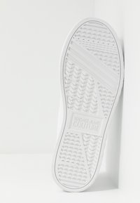 Versace Jeans Couture - Sneakersy niskie - bianco ottico - 4