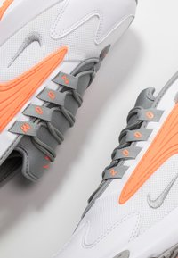 Nike Sportswear - ZOOM  - Sneakers - white/grey/orange - 5