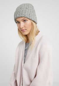 Johnstons of Elgin - DONEGAL CASHMERE BEANIE - Czapka - light grey mix - 3
