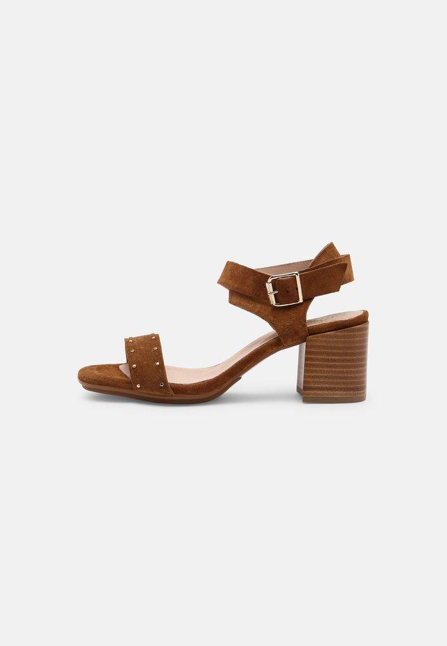 MELLIE - Sandales - camel