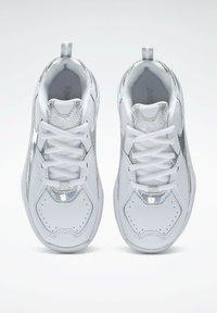 Reebok - AXT TRAINER CORE TRAINING - Zapatillas para caminar - white - 5