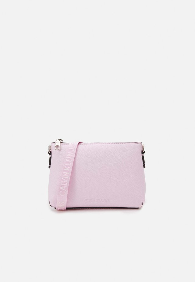 CAMERA POUCH - Taška spříčným popruhem - pink