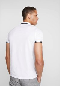 Armani Exchange - Poloshirts - white - 2
