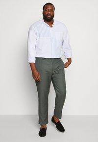 River Island - B&T MORMONT - Pantalon de costume - green - 1