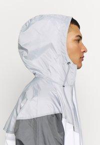 Nike Sportswear - Windbreaker - white/wolf grey/dark grey - 5