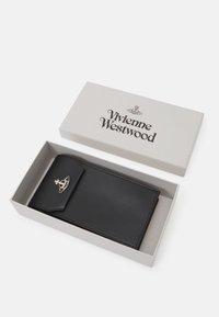 Vivienne Westwood - DEBBIE PHONE BAG UNISEX - Phone case - black - 3