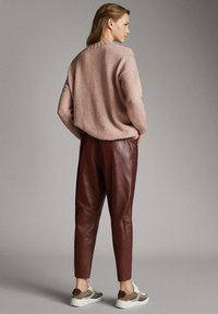 Massimo Dutti - Leather trousers - bordeaux - 2