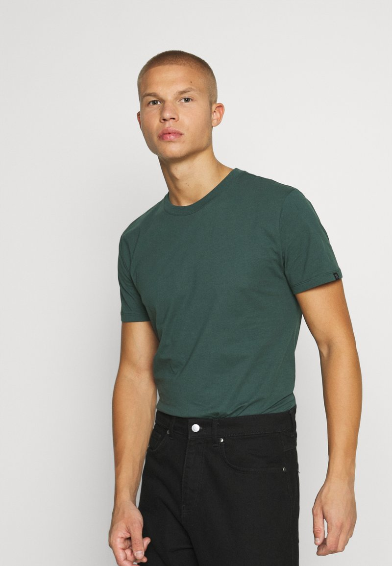 recolution - AGAVE - T-shirt basic - forest green